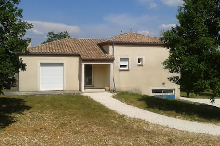 Maison 100m2 avec terrasse et grand terrain - trespoux-rassiels - House