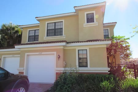 Modern Spacious Home with Lanai - Kissimmee - Townhouse