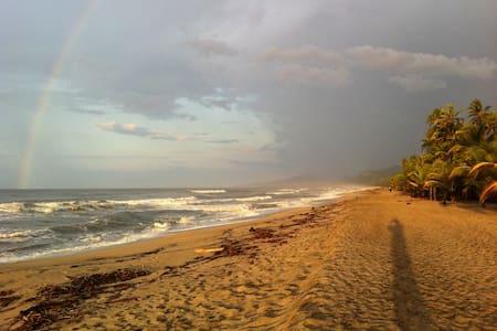 Naturaleza con Playa Pikua Ecolodge - Kabin