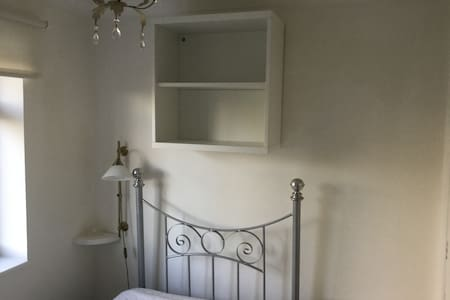Small single room, fully furnished - Beaconsfield - House