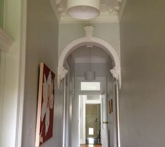 Large room 1-3 people in culturally diverse suburb - Petersham - Casa