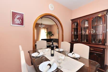 Luxury Family Apartment, Sea View - Apartment