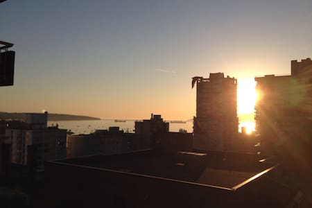 Great location in West End, close to Davie street, restaurants and shops. One large bedroom apartment with one sofa bed which can accomodate up to 3-4 people. Balcony with a nice view of English bay and the cargo ships. Warm and cozy atmosphere!