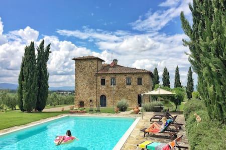 Villa in Tuscany: Pool, AC, Maid - Bucine - Villa