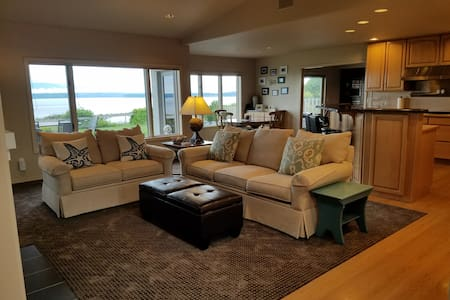 Spectacular West-side South Whidbey Island gem - House