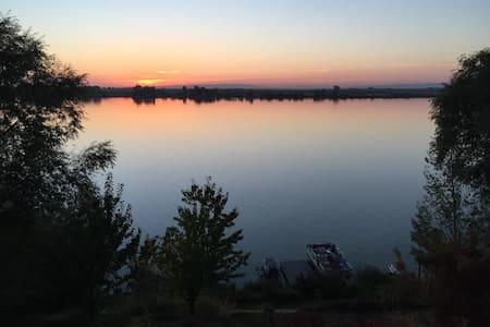 Lake front fisherman's Paradise - Lakókocsi/lakóautó