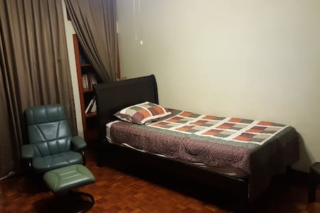 Relaxing comfy room in a private condominium - Singapore - Condominium