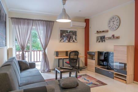Lovely flat 12min from City Center - Chalandri - Apartemen