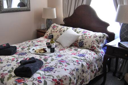 Cutmore Cottages - Meurants Manor - Bed & Breakfast