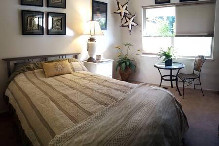 Private Room in Safe Neighborhood. - Sorház