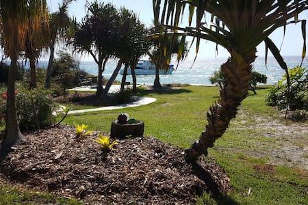 Absolutely Beachfront Cottage Cowan Cowan - Moreton Island
