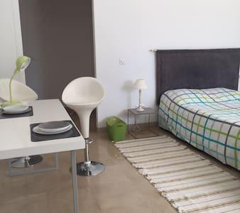 Beau studio moderne à  Tunis tourisme ou affaires - Maison