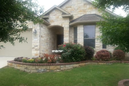 Clean, Quiet and Cozy - Two Private Rooms & Bath - Pflugerville
