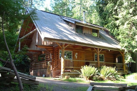 the Little Log Cabin, private, peaceful, cozy - Cottage