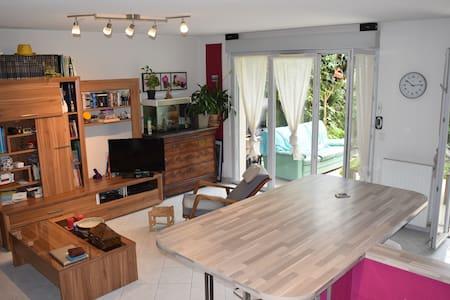 Chambre dans une maison à proximité de Cannes - La Roquette-sur-Siagne - House