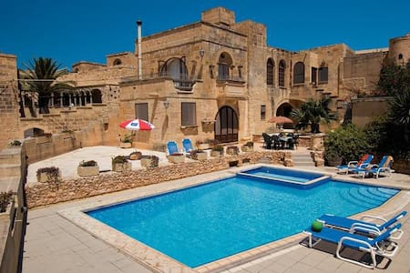 Ta Wenzu B&B with private pool and retreats - Gharb