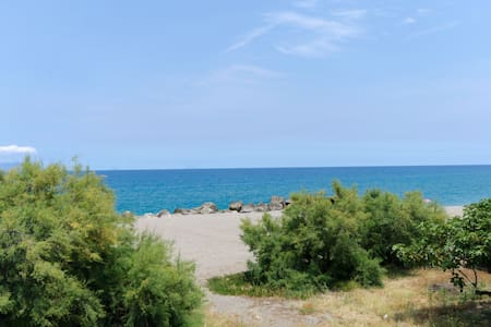 Apartment in front of the beach - Mongiove