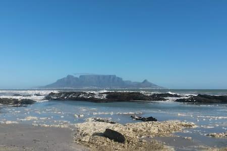 Wonderful views beautiful setting on the beach - Kaapstad - Appartement