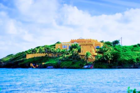 Azzurra Castle - Lance aux Epines - Villa