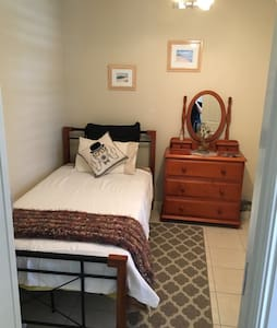 Clean Modern Comfy King Single Room - Caboolture - Maison