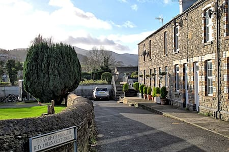 Beacons View Victorian cottage in Brecon Powys - Brecon