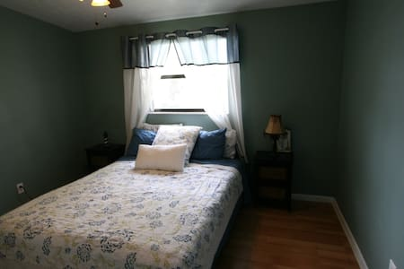 Cute and Cozy Room - a short walk from the Beach