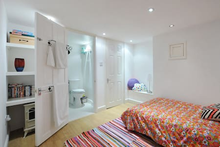 Ensuite Room close to Temple Meads - Hus