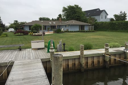 Waterfront Master Suite in Charming Bayport - House