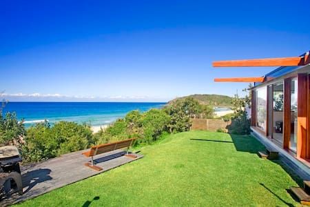 Top Renting Beach House -Middle of Boomerang Beach - House