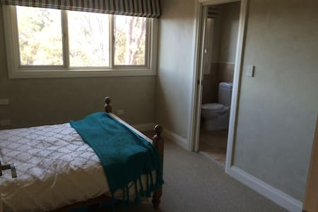 Large exec double + ensuite - Hornsby Heights - Hus