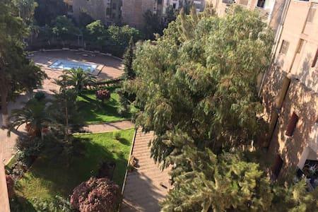 Centre ville d'Oran rue Khmisti - Apartment