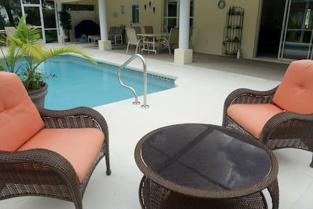 Great villa, private pool, located at golf course - Inverness - Villa