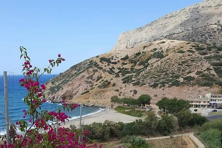 Hillside villa overlooking Fodele Beach. - Villa