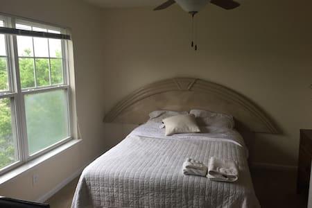 Cozy Private Room w. Bath + Kitchen - Chesapeake - House