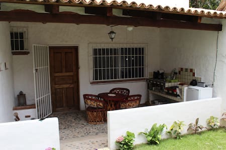 Beautiful Loft/Bungalow one block from the beach - Sayulita - Bungalow