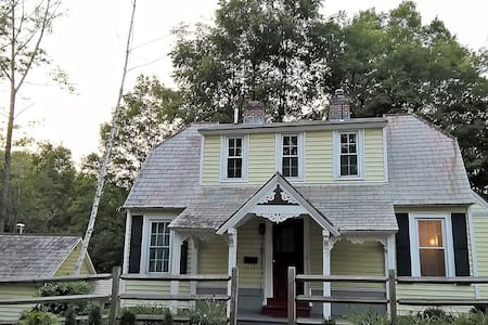 4br/2.5 Victorian Cottage Walk to Williams College - Williamstown - House