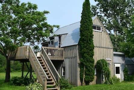 Dan's Cottage - House