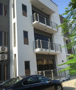 Centrally Located, clean, quiet - Lagos - Apartment