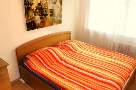 room for 2 just 15 mins from the city center* - Wohnung