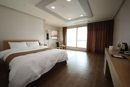 호텔아로하 디럭스룸 오션뷰 - Bed & Breakfast