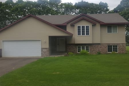 Private 4BR Home in St. Cloud near Downtown & SCSU - Saint Cloud - House