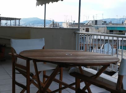 Quite and sunny, central Athens - Apartment