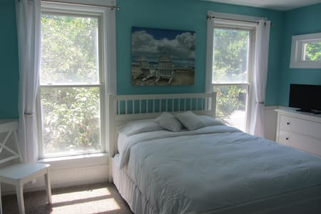 The Beach House @ The Lodge - Bed & Breakfast