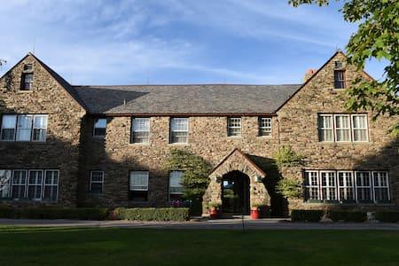 Fern Hall Inn - Bed & Breakfast