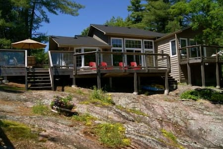 Lucky Loon Lodge on Stoney Lake - Lakefield