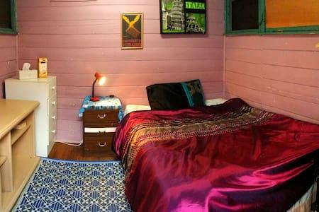 cozy cabin, 18 mins to melbourne - Footscray - Cabaña