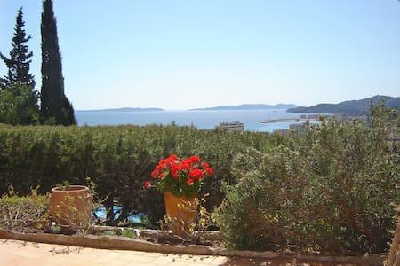 Vue magnifique sur la mer et les îles d'or - Le Lavandou - Apartament