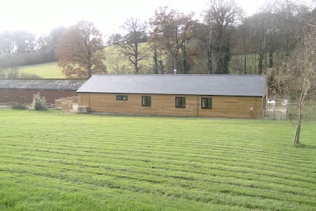 Self catering holiday bungalow on working farm - Mayfield