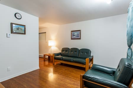 2 bed rm, prkng, wifi close 2 metro - Laval - Wohnung
