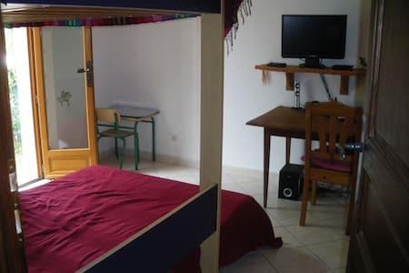 Petite chambre  donnant sur jardin - Szeregowiec